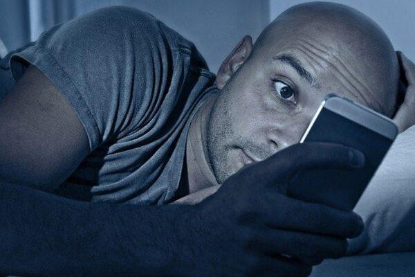 استفاده از گوشی قبل از خواب